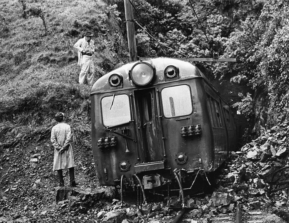 196809_khndh_derail.jpeg: 5721x4413, 2285k (2013 Oct 30 00:00)