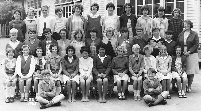 Khandallah School Form 1 and 2 Choir 1967 - click on image for larger picture
